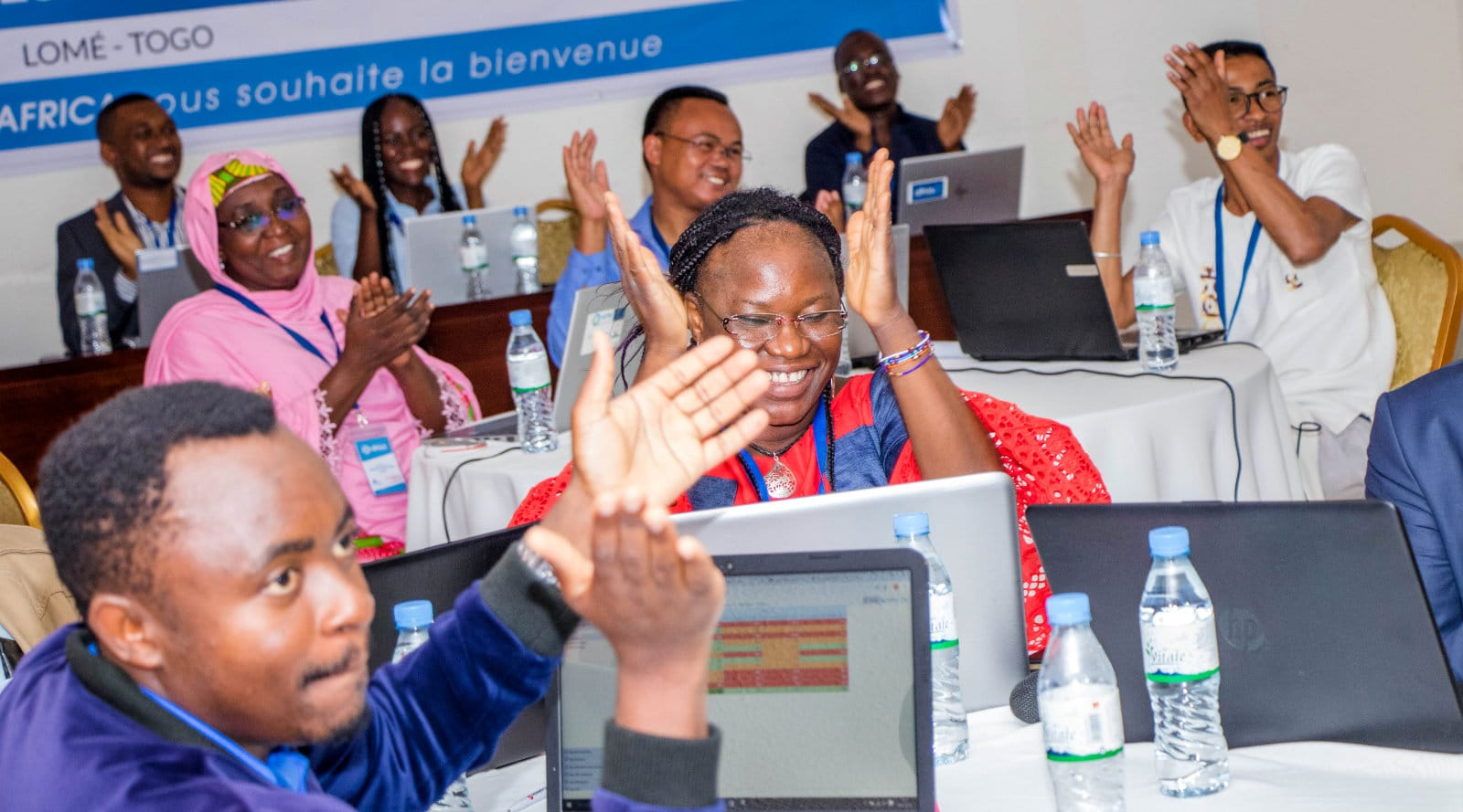Les membres de la communauté DHIS2 applaudissent une présentation